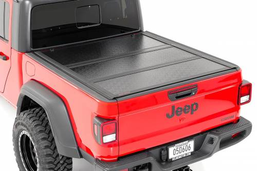 Exterior - Bed / Tonnea Covers - Rough Country Suspension - 47620500 | Jeep Low Profile Hard Tri-Fold Tonneau Cover | 5ft Bed